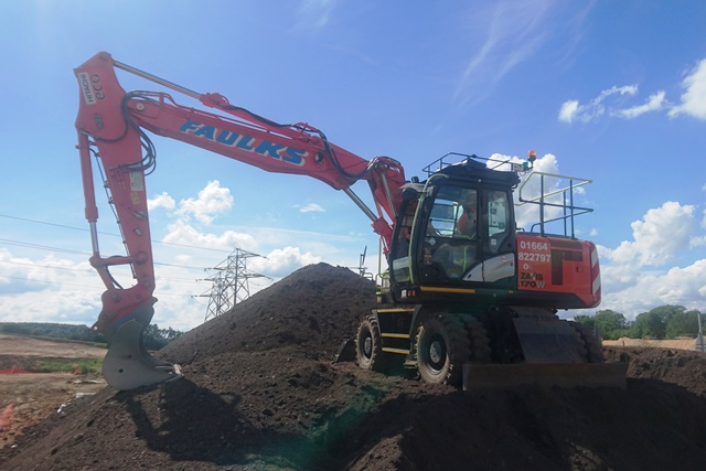 Hitachi ZX170W-5 own 640x427